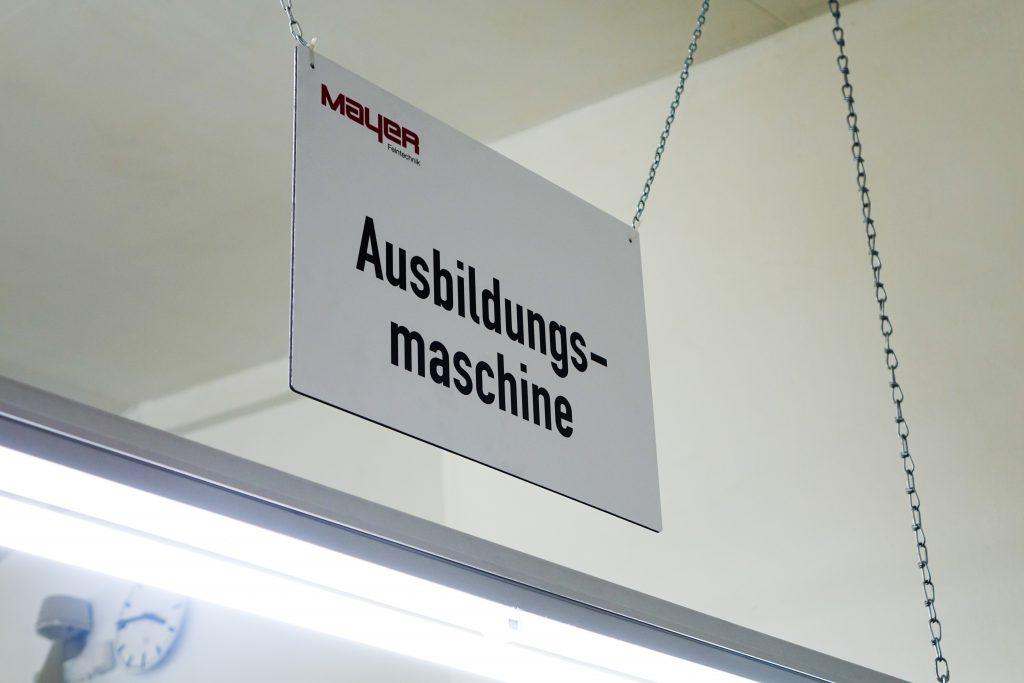 Schild Ausbildungsmaschine (1 von 1)